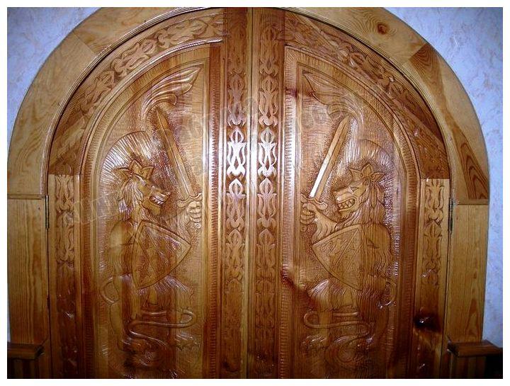 Двери для бани и сауны: стеклянные или деревянные?
