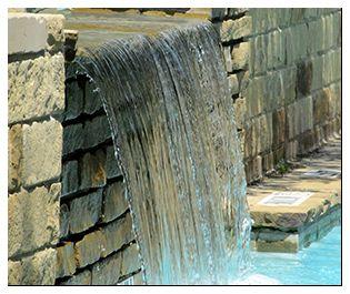 Многие видели подобные системы в курортных городах, где они сделаны так, чтобы добиться максимальной схожести с природным водопадом