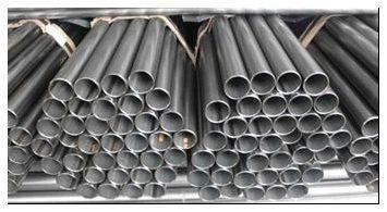 Фото склада металлических труб.