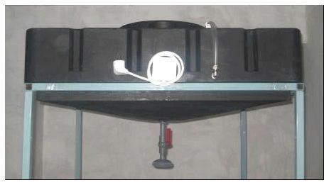Серийный бак, оборудованный нагревателем.